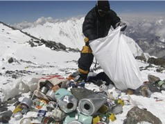 Người leo núi Everest bị cấm mang theo đồ nhựa dùng một lần