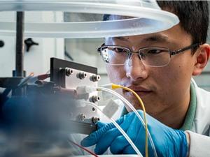 Lò phản ứng xúc tác mới biến CO2 thành nhiên liệu lỏng