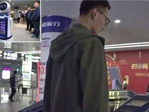 """Người đi tàu điện ngầm ở Trung Quốc không cần dùng thẻ, chỉ đơn giản là """"lướt khuôn mặt"""" là có thể đi vào ga"""