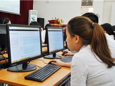 Sinh viên thi trắc nghiệm trên máy tính môn Triết học Mác – Lê nin