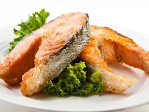 Tại sao ăn cá lại quan trọng hơn bao giờ hết và cách tránh những rủi ro khi ăn hải sản