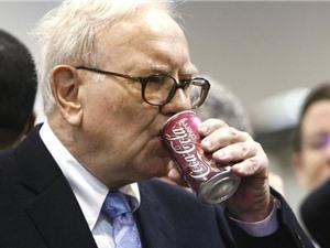"""""""Con nghiện"""" Pepsi cả nửa đời mình, vì sao Warren Buffett chuyển sang uống Coca?"""
