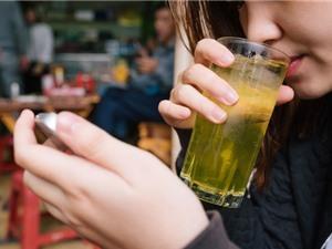 Uống trà mỗi ngày rất tốt, nhưng trà đá vỉa hè mang lại nhiều nguy cơ hơn là lợi ích