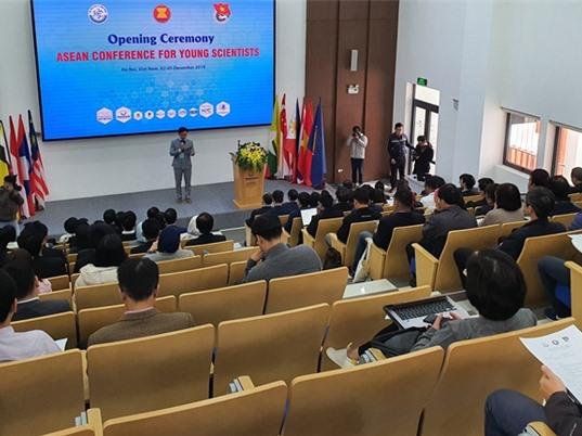 140 đại biểu dự Hội nghị Các nhà khoa học trẻ ASEAN