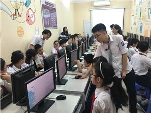 Hà Nội: Học sinh trường chuyên Amsterdam dạy STEM cho học sinh tiểu học và THCS