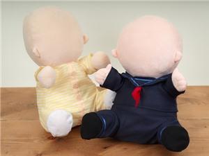 Robot hình hài trẻ con cho người già ở Nhật