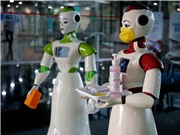 Robot - Người anh hùng trong cuộc chiến corona