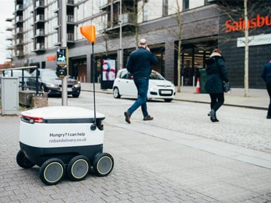 Robot giao hàng phục vụ người dân bị phong tỏa do Covid-19