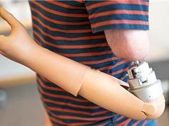 Cánh tay giả điều khiển bằng ý nghĩ cho cảm giác như thật