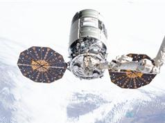 Tàu vũ trụ Mỹ sắp bốc cháy khi lao xuống khí quyển Trái đất