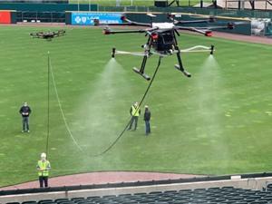 Khử trùng sân vận động bằng drone