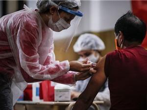 Các thử nghiệm vaccine Covid-19 bắt đầu cho kết quả, nhưng triển vọng chưa rõ ràng