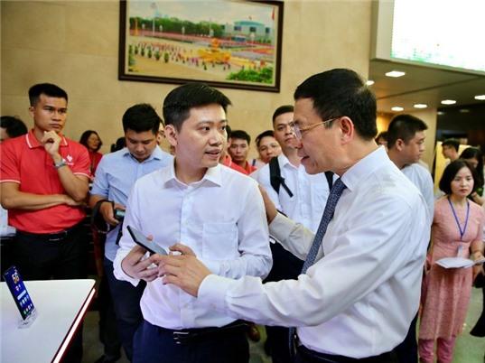 VinSmart công bố mẫu điện thoại thông minh 5G đầu tiên của Việt Nam, tốc độ cao gấp gần 8 lần 4G