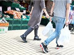Nhật Bản tính phí sử dụng túi nylon