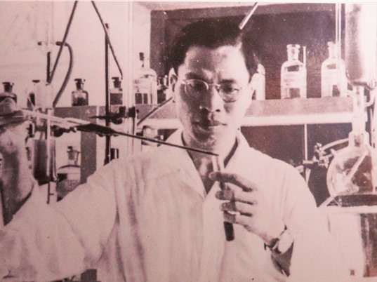 """Trưng bày """"Giải thưởng Hồ Chí Minh của các nhà khoa học Việt Nam"""": Góc nhìn về chuyện đời, chuyện nghề khoa học"""