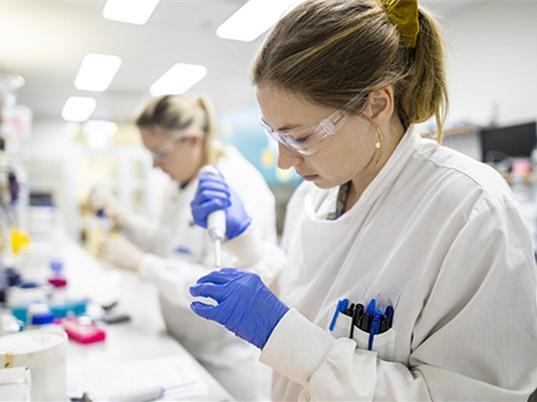 Úc hỗ trợ ngân sách đầu tư cho khoa học và giáo dục