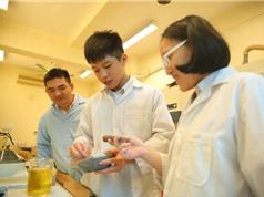 Hai học sinh lớp 8 ứng dụng vật liệu nano TiO2 để xử lý nước thải hộ gia đình
