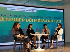 Cái bắt tay giữa các tổ chức phát triển và startup