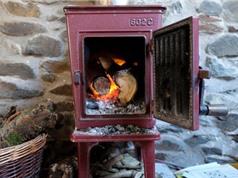 Tránh đốt gỗ để sưởi ấm, các nhà khoa học Anh cảnh báo