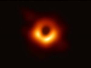 Lần đầu chụp ảnh từ trường rìa hố đen