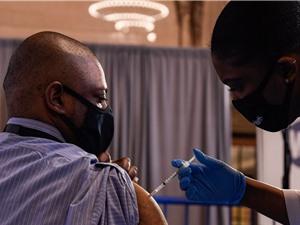 Vắc xin Moderna và Pfizer có hiệu quả thực tế 90%