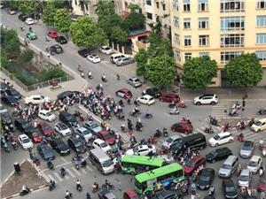 """Ô nhiễm không khí Hà Nội: Xe máy-""""thủ phạm"""" chính?"""