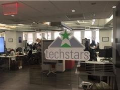 Để lọt vào mắt xanh của Techstar