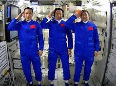 Trung Quốc đưa ba phi hành gia lên trạm vũ trụ mới