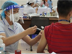 Hà Nội: Người dân đăng ký tiêm vaccine COVID-19 qua ứng dụng điện tử
