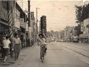 Nghệ thuật giao đồ ăn bằng xe đạp tại Nhật