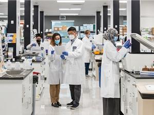 Vingroup nhận chuyển giao công nghệ sản xuất vaccine COVID mRNA dạng đông khô