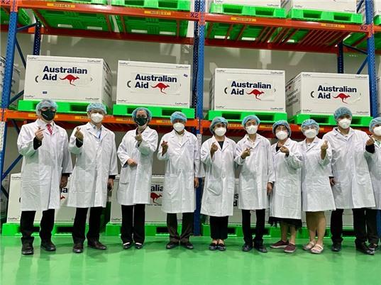 Hơn 400 nghìn liều vaccine đầu tiên do Úc hỗ trợ đến Việt Nam